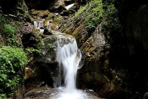 waterfall-1888180_960_720.jpg