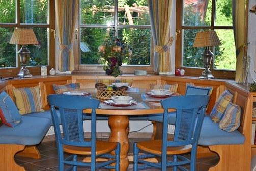 dining-room-1476060__340.jpg